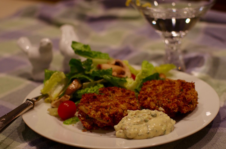 Classic Crab Cakes with Remoulade